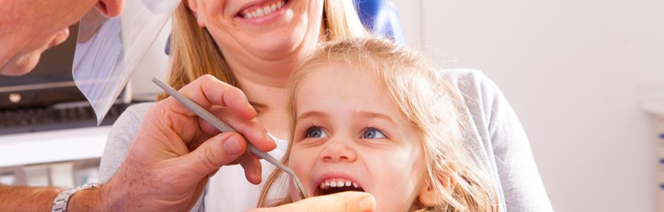 Kind-in-Behandlungszimmer-2