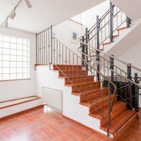 Treppenaufgang mit Treppenlift